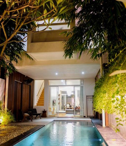 what travelers need to do to stay in luxury villas at Seminyak?