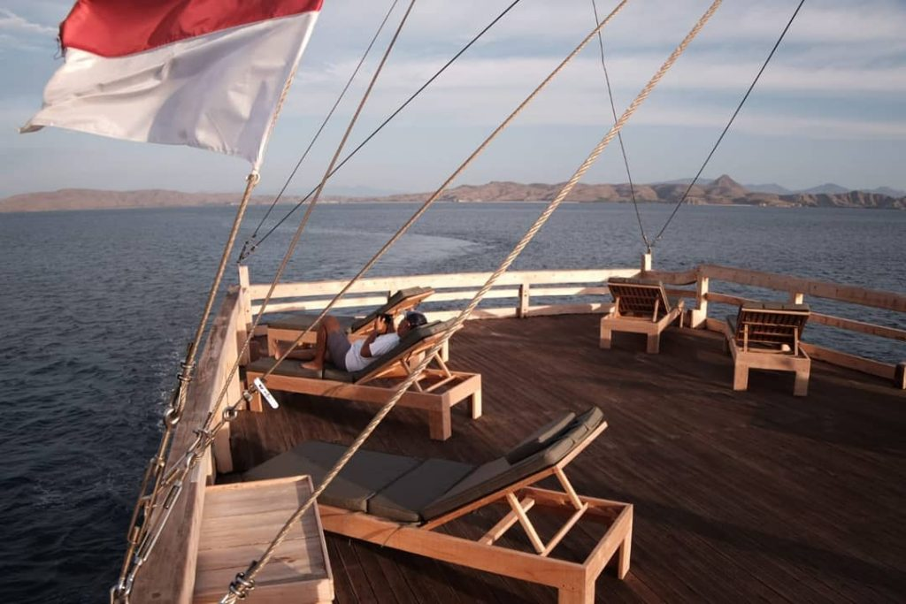 Simple Guide for Good Etiquette in Komodo Diving Liveaboard