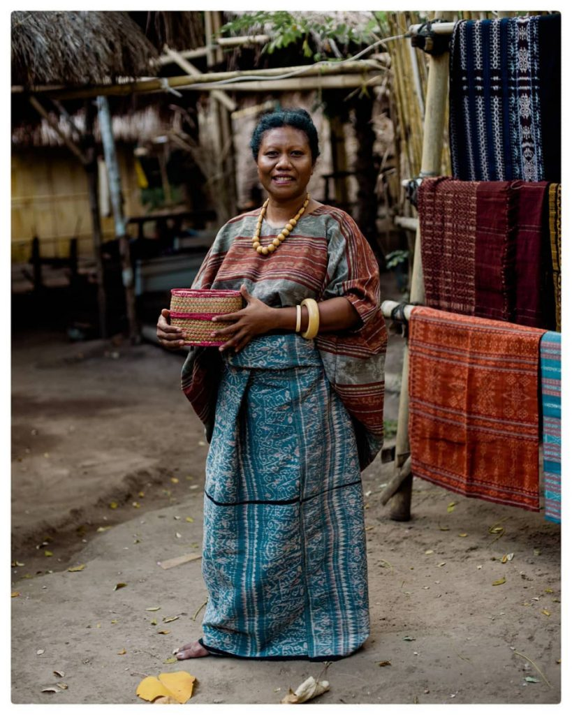 Discovering Woven Fabrics on the Flores Tour