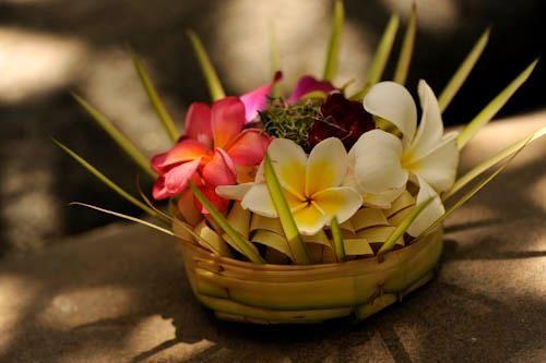 Learn How to Create Balinese Canang Sari